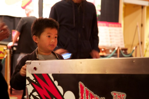 pacific pinball expo 2011 hellacopters boy playing